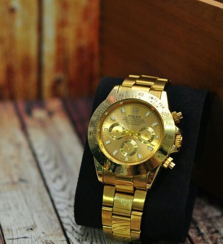 За исключением нескольких очень редких старинных моделей, выпущенных в х годах, rolex не оснащает свои часы прозрачной задней крышкой.