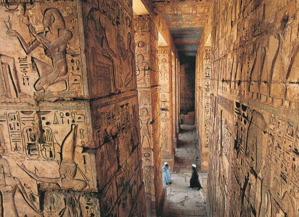 анимации египетская пирамида внутри фото ещё его держат