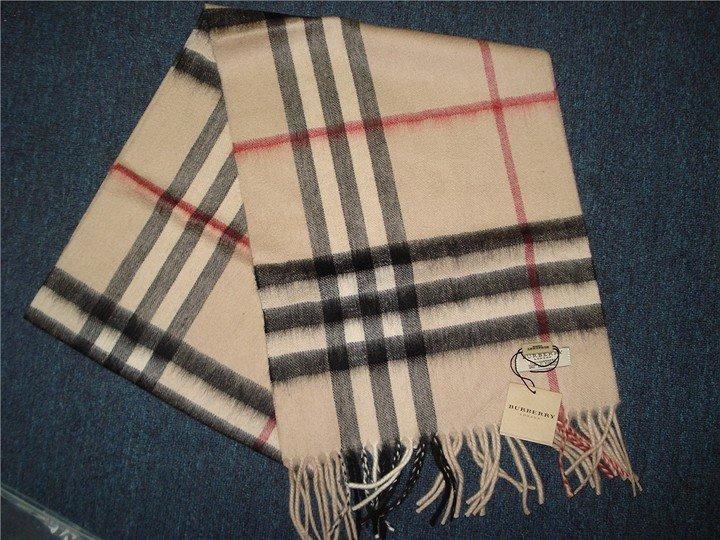 d9e2207a4ea4 Женские платки BURBERRY в Салавате. Купить женские шарфы и платки   Официальный  сайт http