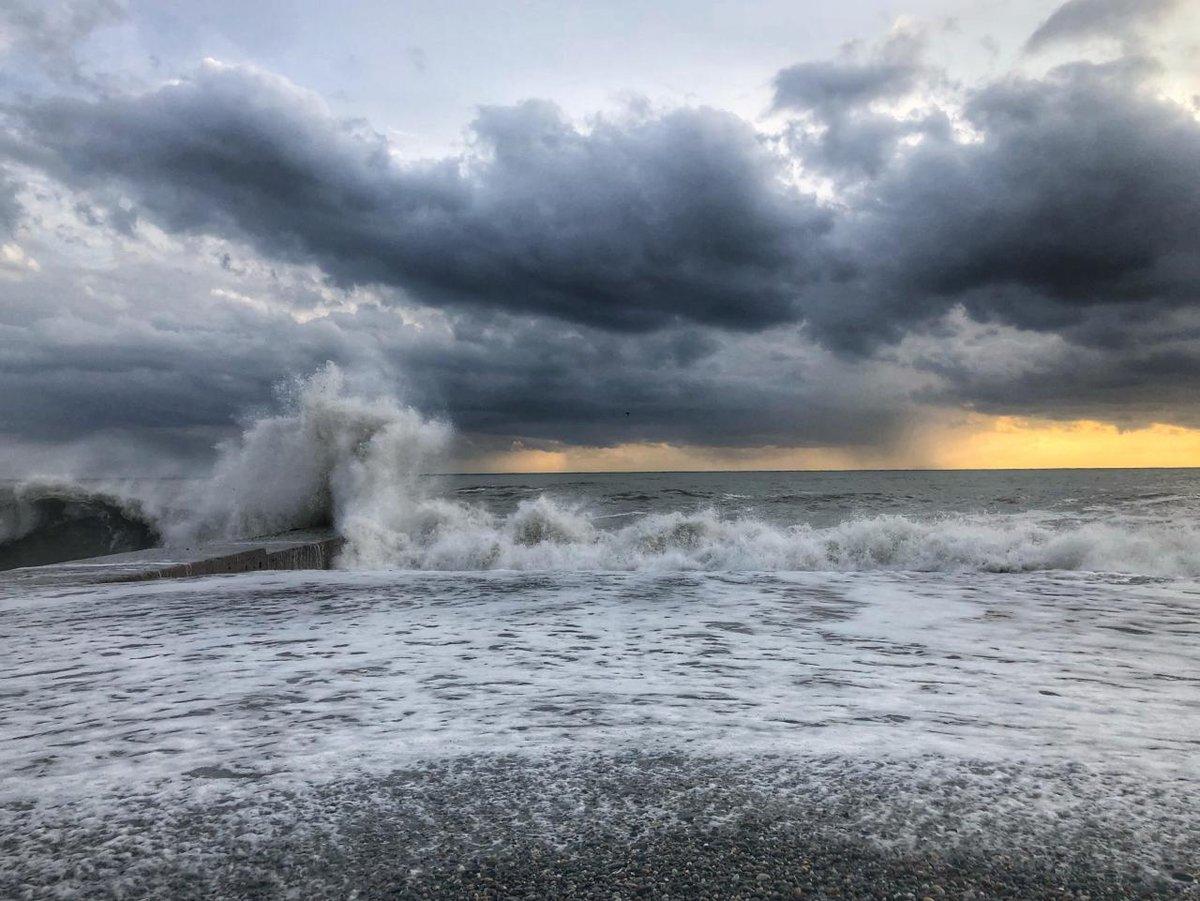 черное море шторм картинки сегодня