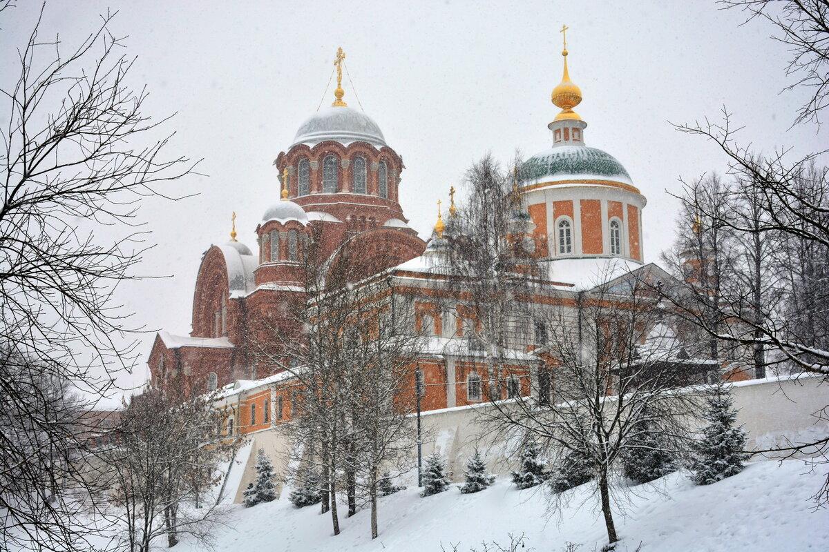 хотьковский монастырь фото классические сады въезда