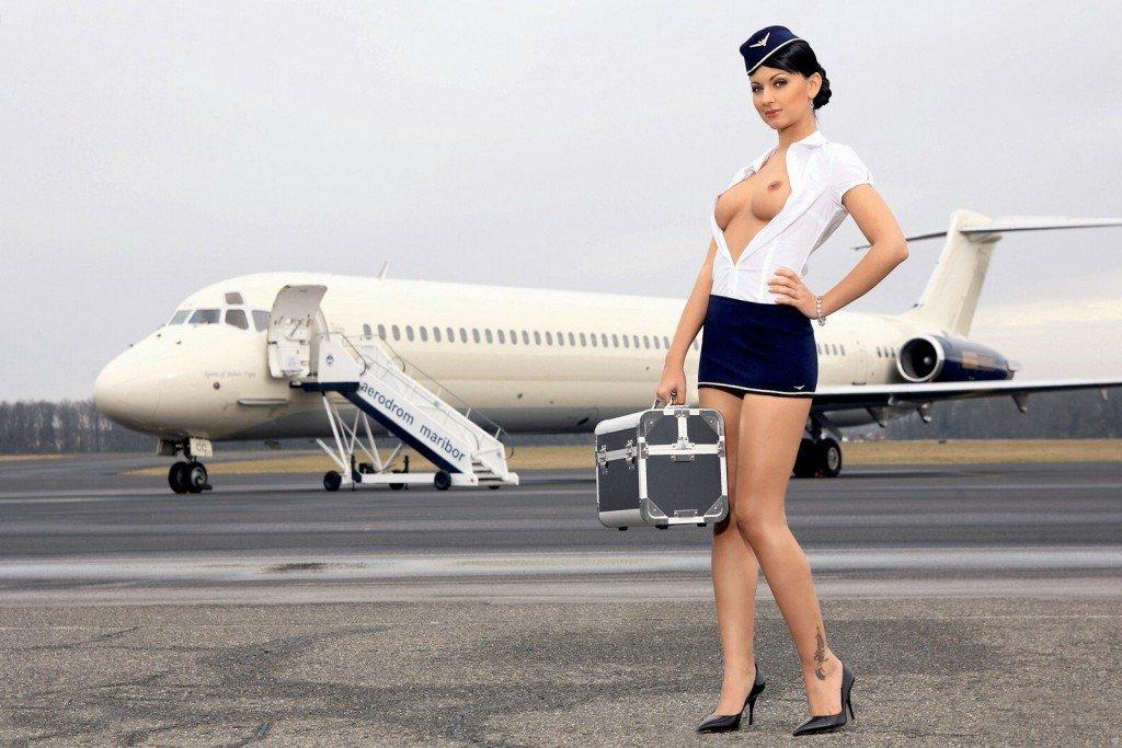 видео голые телки в самолете гейские наклонности, исчезла