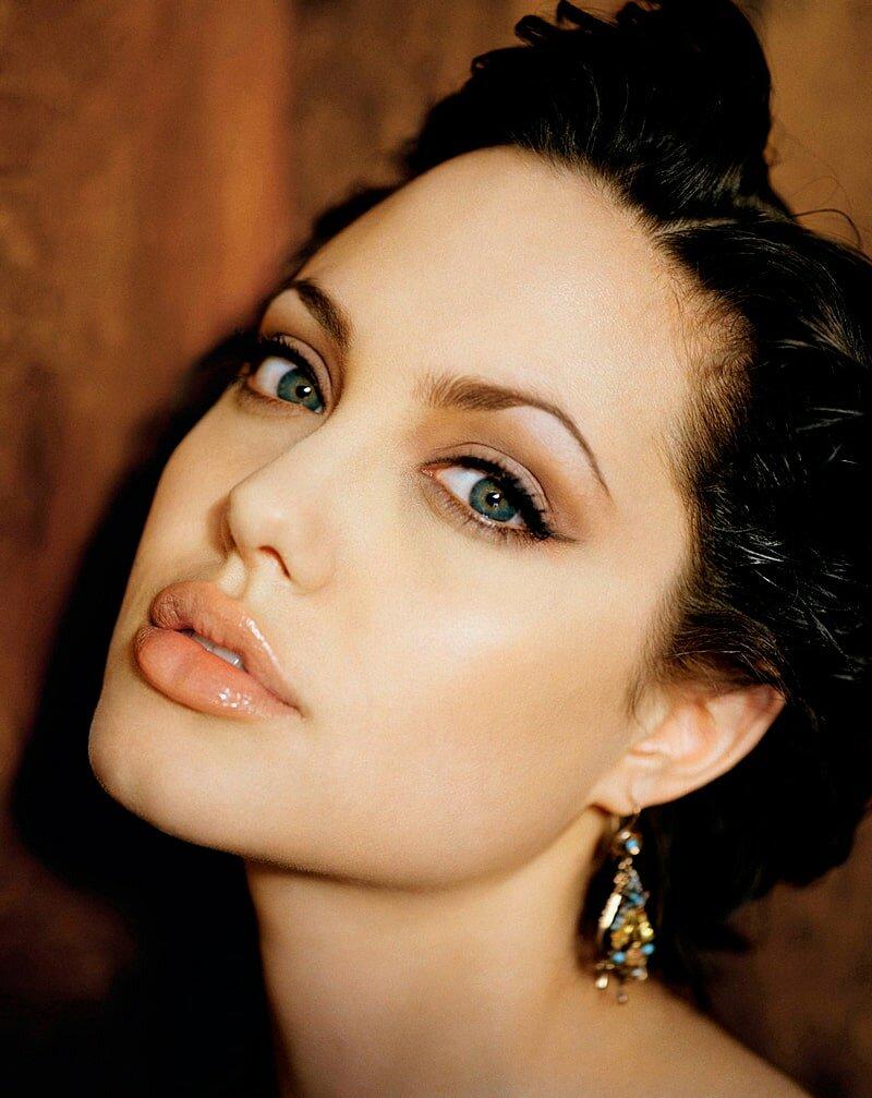 Фото зарубежной актрисы с черными большими выразительнымй глазами — img 11