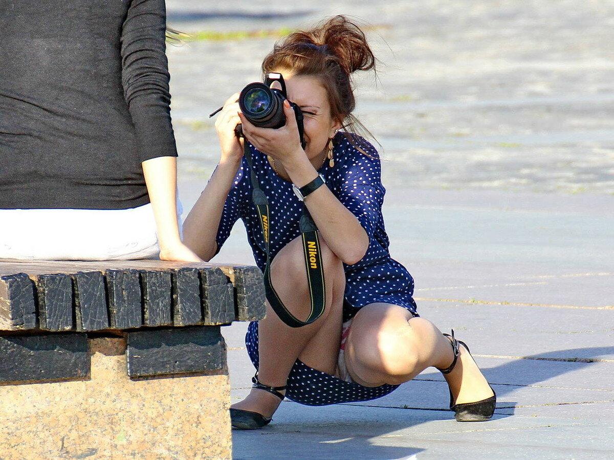 u-fotografa-pod-yubkoy-trahayut-troe