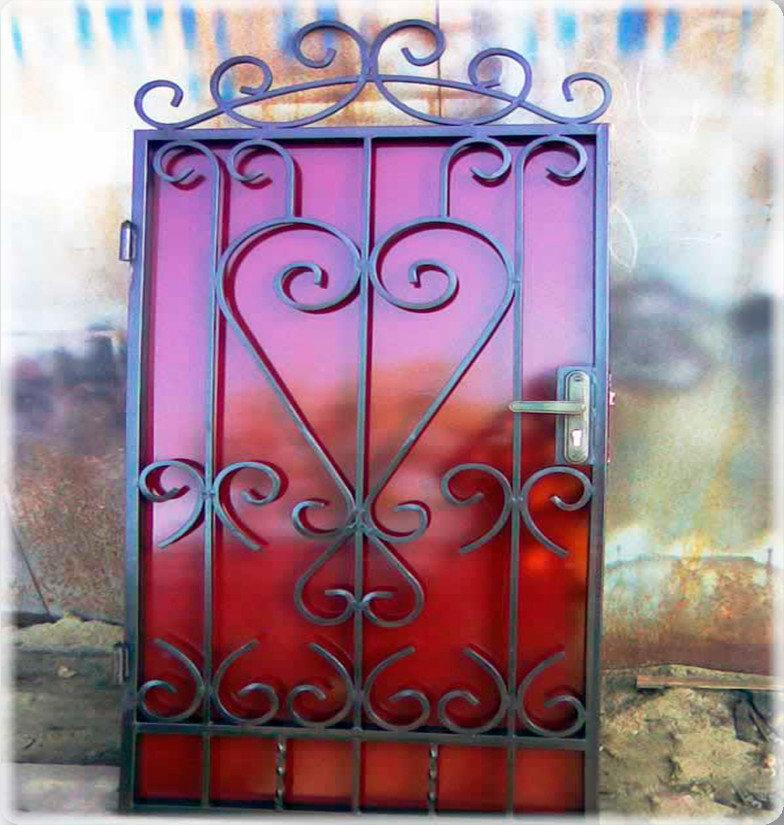 открытку фото кованые узоры на ворота и двери себя