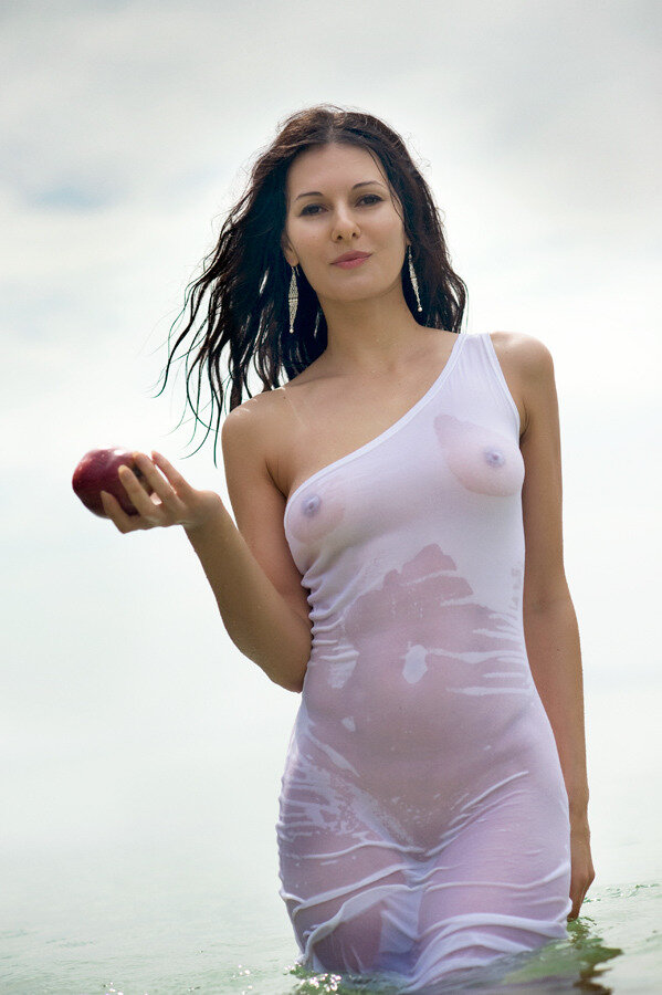 video-pictures-girls-wet-see-through
