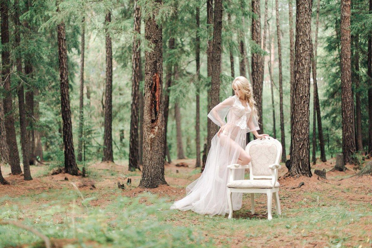 Фотосессии в лесу со стула