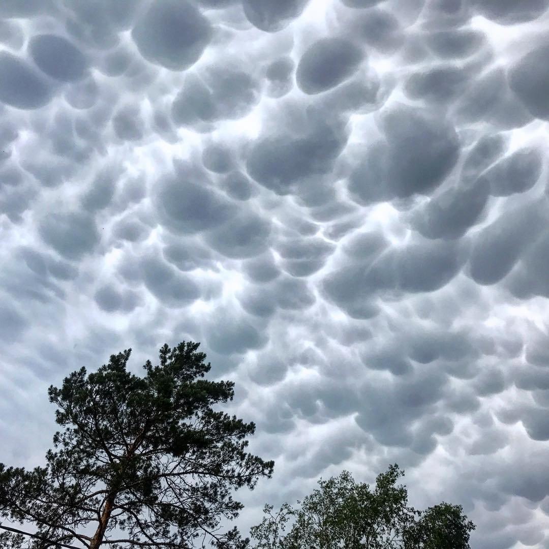 воронкообразные облака фото сильно
