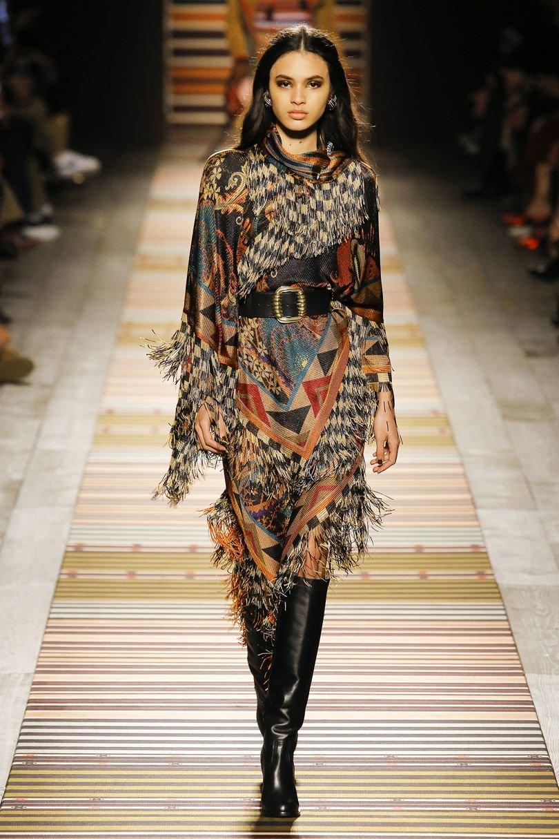ff535fbdfbd ... Восхитительное платье из новинок последних коллекций домов высокой моды  осень-зима 2018-2019
