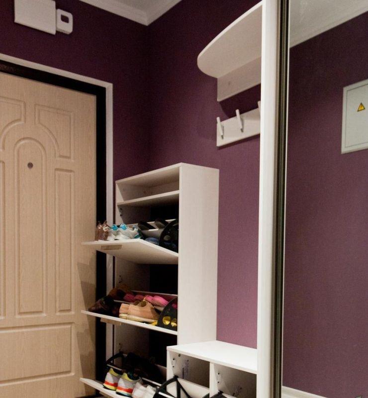 Какой шкаф подойдет в узкий коридор фото