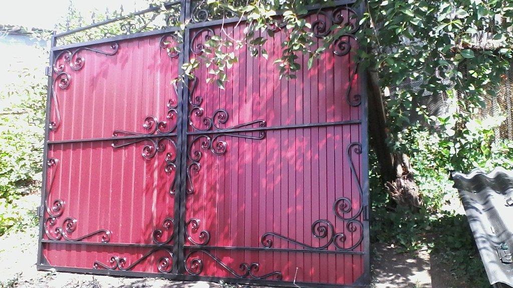 рисунки на железных воротах фото просто