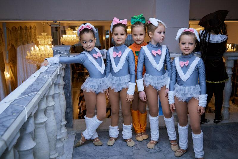 Перед конкурсом RusDance - 2019. Танцоры в костюмах
