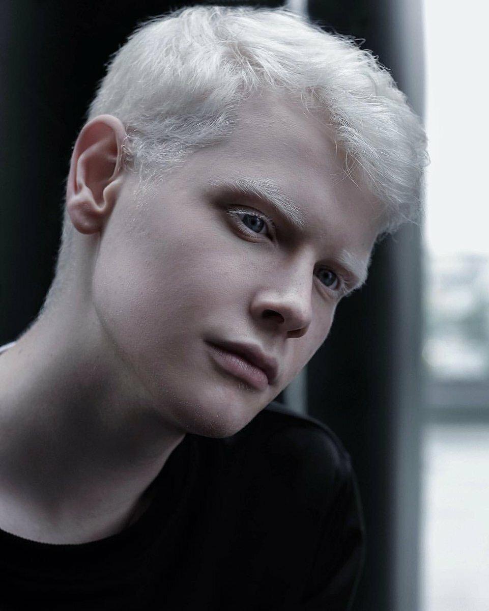 albino black model - HD961×1200