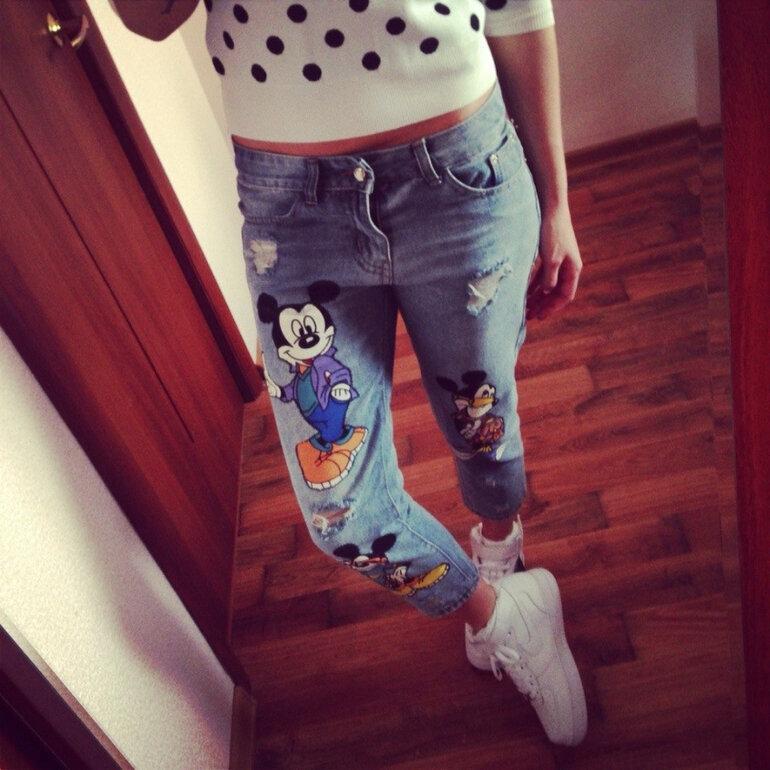 Картинка девушка в джинсах без лица