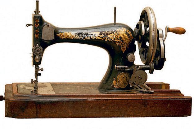 Швейная машинка ручная старая http://kupitt.ml/v6qzW/ Оригинальные идеи использования старой швейной машинки в декоре интерьера Швейная машина — вещь безусловна нужная и полезная в домашнем хозяйстве. С ее помощью можно создавать наряды для всей семьи. А когда механизм......  Исаак Меррит Зингер не был первооткрывателем швейной машины, однако ему удалось значительно усовершенствовать модель оборудования, разработанную его предшественниками — Т. Сейнтом, Б. Тимонье, Э. Гоу, Дж. Гиббсом. Исааку Зингеру удалось наладить масштабное производство и продажу швейных машинок «Зингер» («Сингер»).  Вариантов как можно украсить жилище с помощью старой швейной машины очень и очень много. Кстати, это отличный способ добавить в комнату частицу ретро стиля. Конечно, её нужно будет полностью обновить, тем самым лишив машинку своих прямых функций.