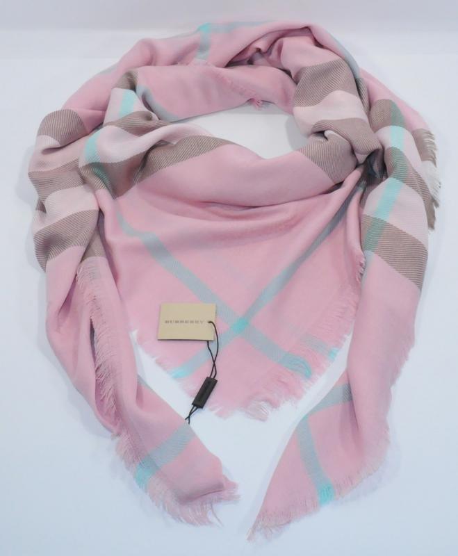 4306e3c7b3b7 Женские платки BURBERRY. Купить женские платки и шарфы   Официальный сайт  📌 http