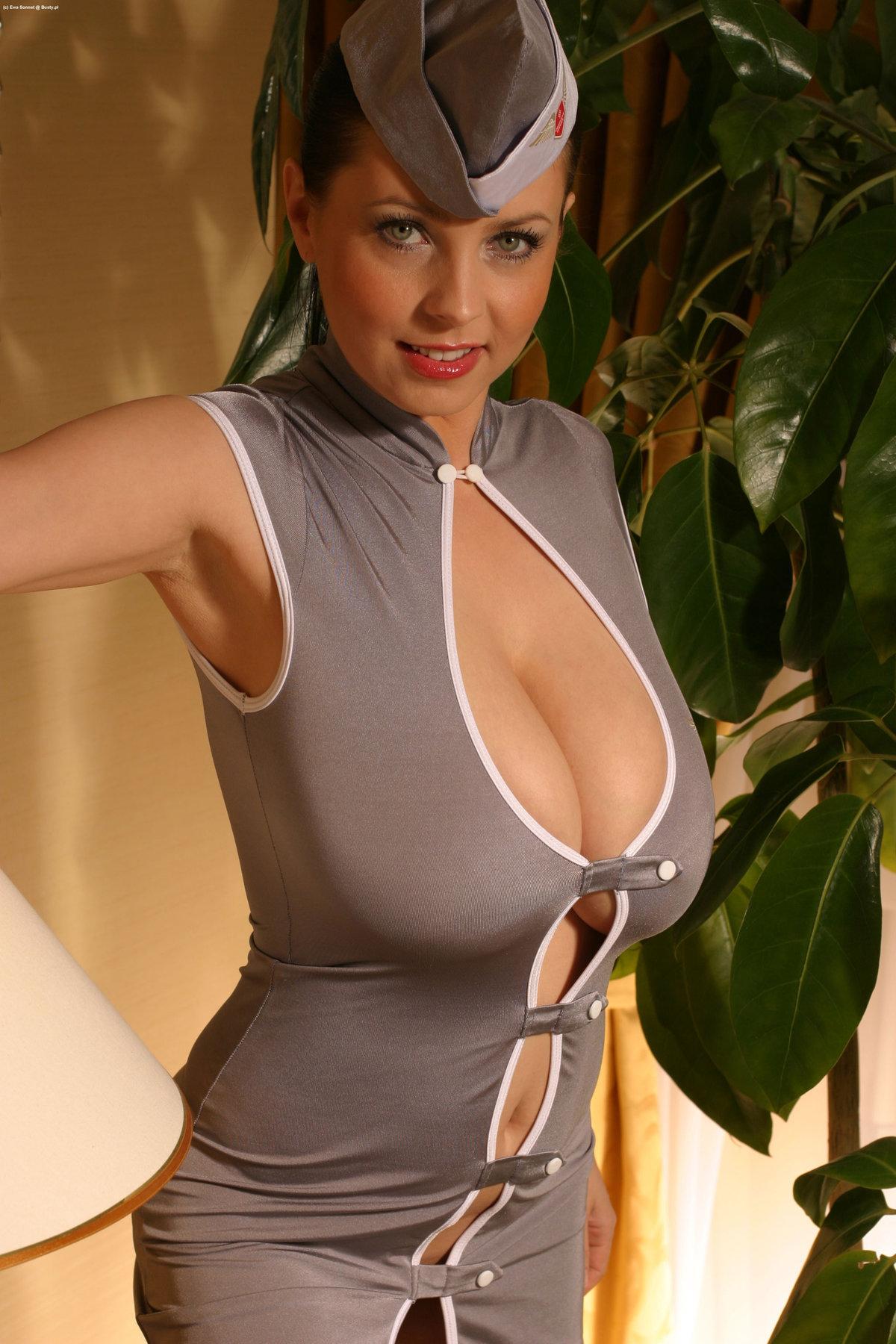 Сочная грудь стюардессы, самая красивая голая брюнетка