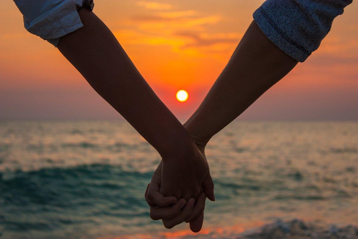 Картинки две руки влюбленных держащихся за руки, надписью