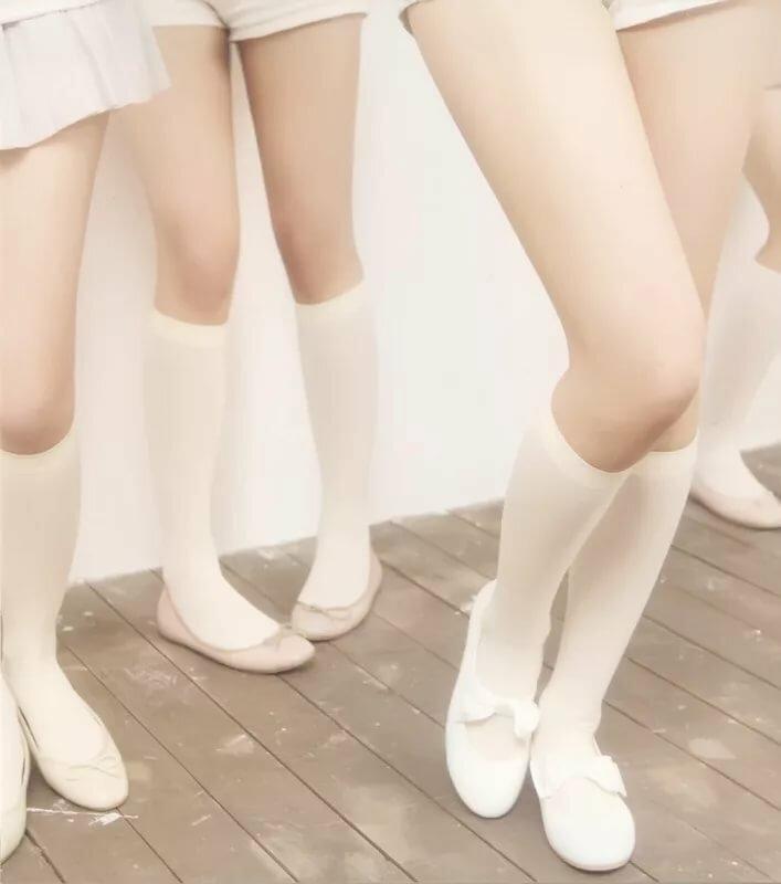 девушка в белых низких носочках больше стесняешься своей