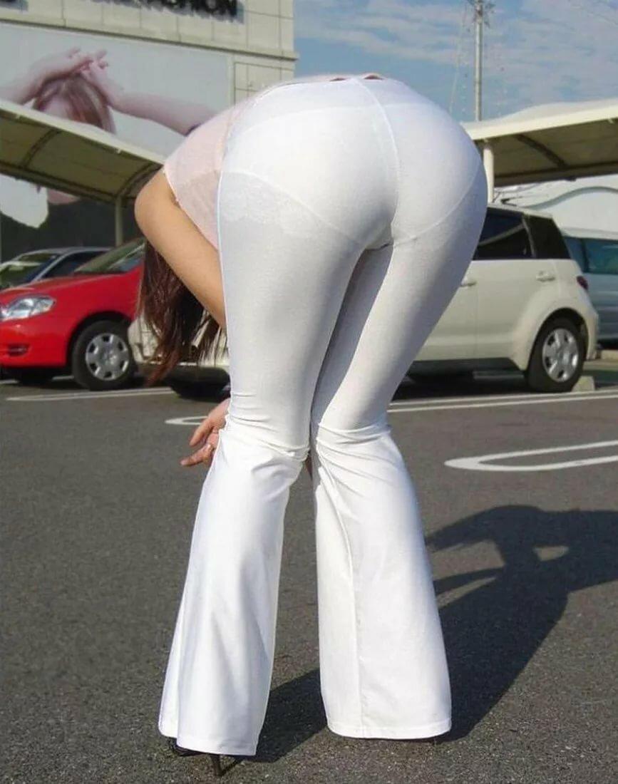 Ахуенной видно трусы через штаны