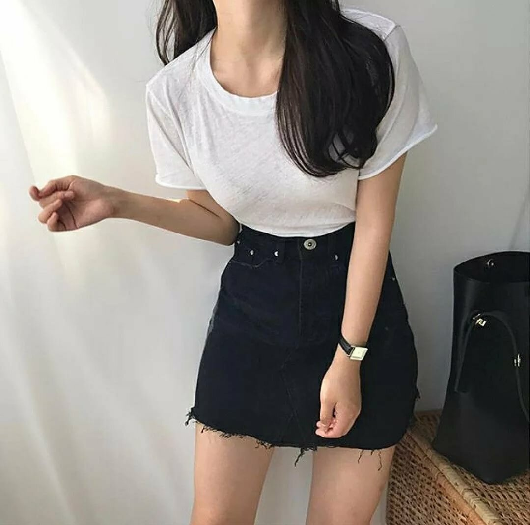 Картинки девушка с черными волосами в юбке