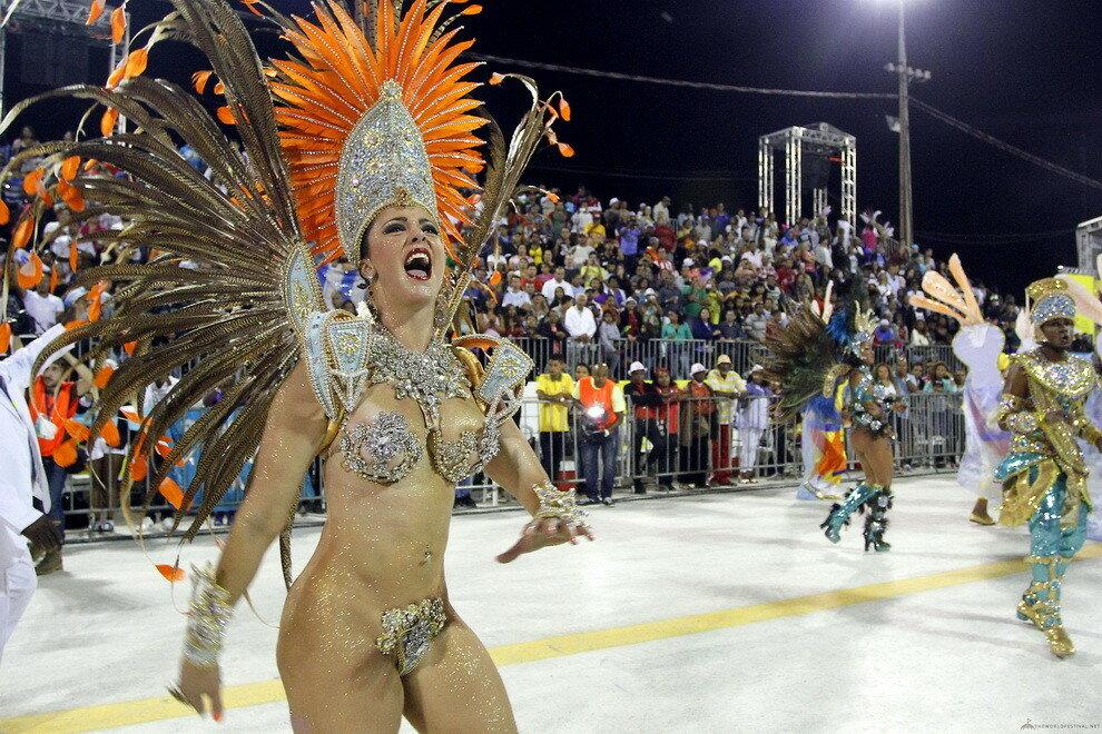Стонами криками девушки с карнавалов бразилии фото зрелыми женщинами