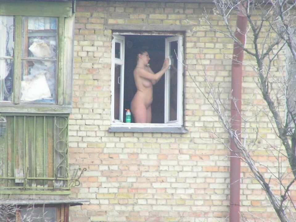 Подглядывание в окна за голыми девушками видео — pic 7