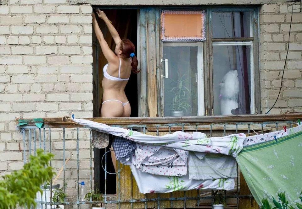 Ню фото подсмотрел голая в окне квартиры, самаркандский секс фильм