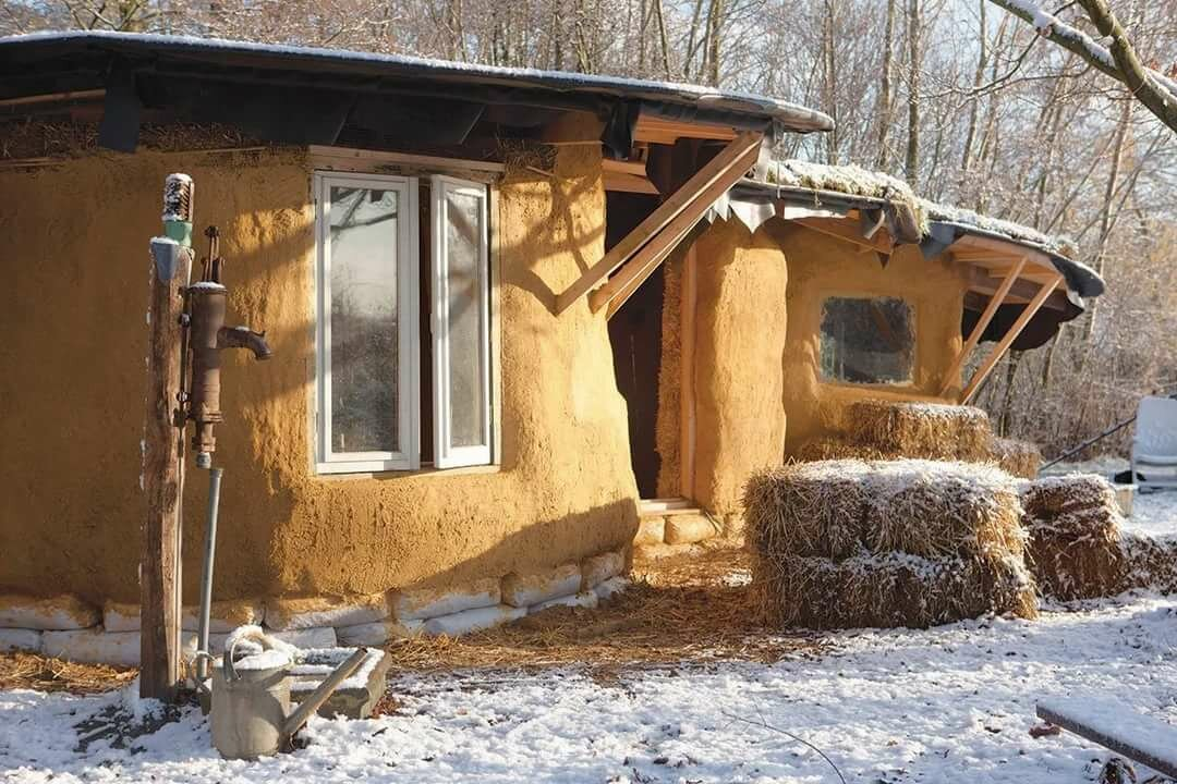 Реконструкция глиняного дома фото