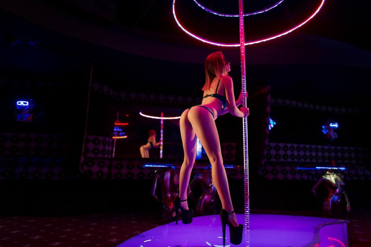 Wife lets guy visit strip club and he manages to