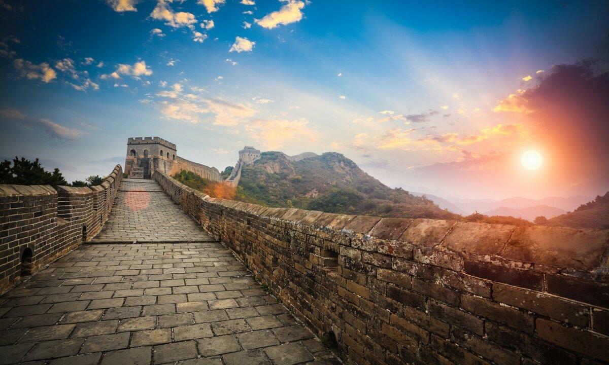 Стену строили не один десяток веков.