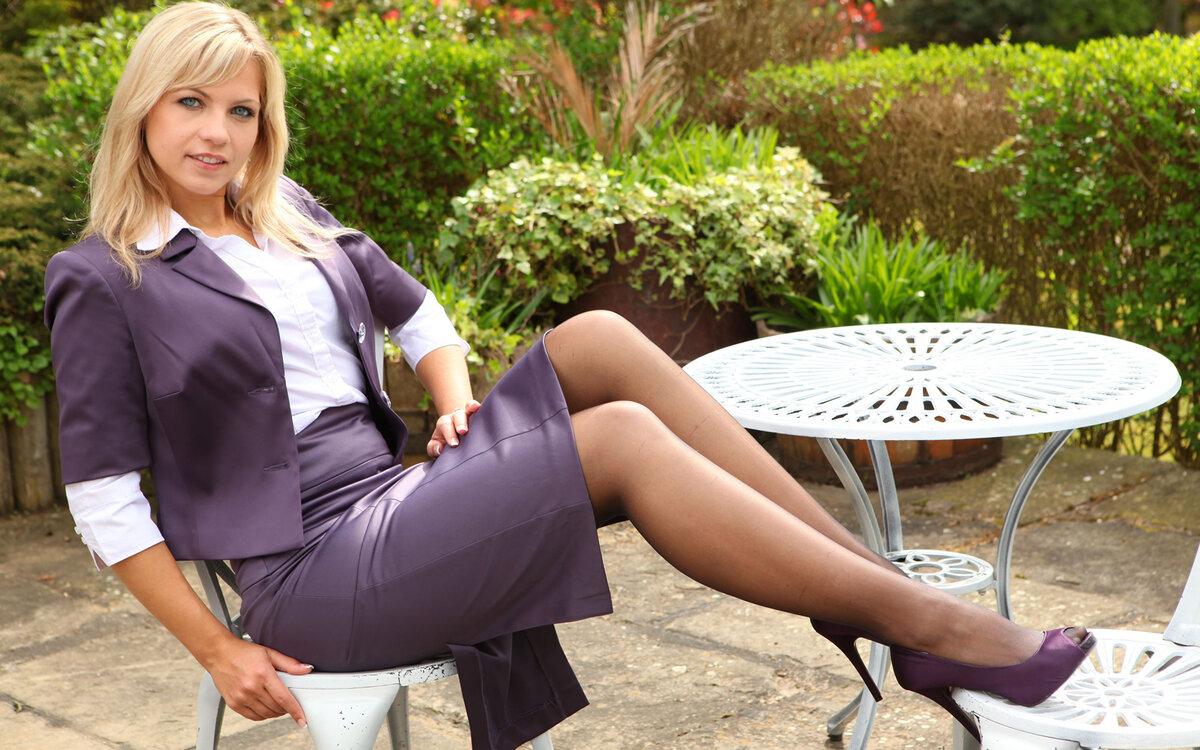 Порно женщины в колготках сидя соло пипикс секс
