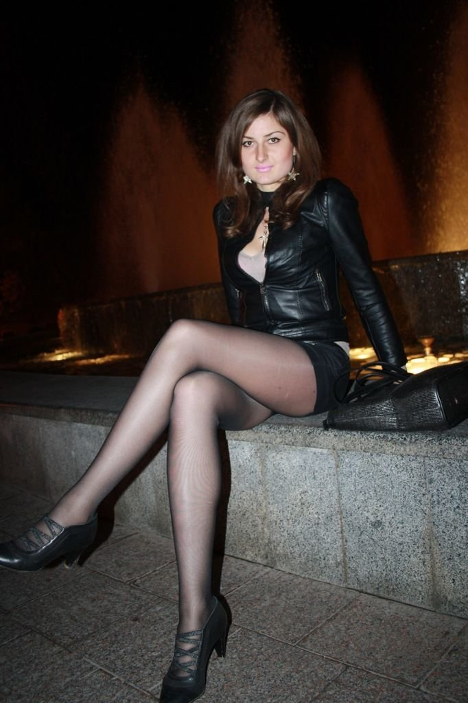 crossdressers-in-pantyhose-and-skirts