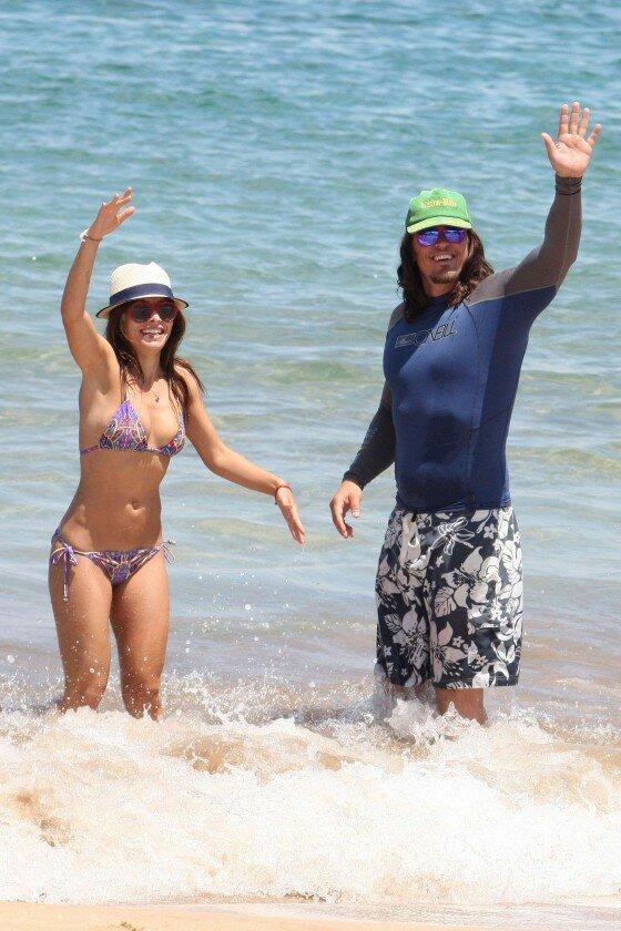 Sarah Shahi In Bikini At The Beach In Hawaii Hq