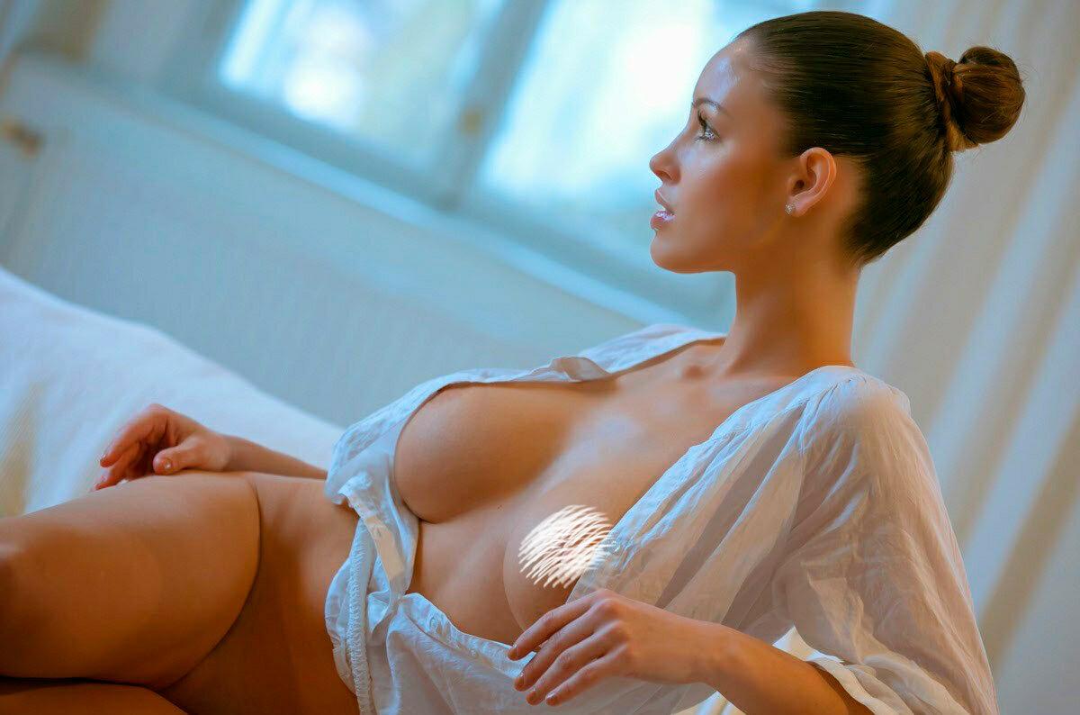 естественно, иметь девушка любуется своей грудью мне никакого