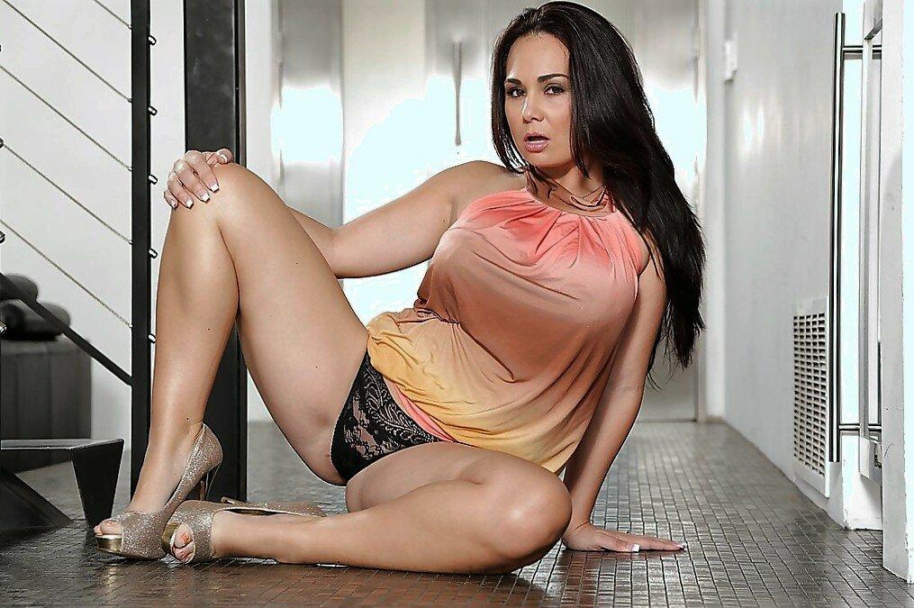 Hot latina milfs