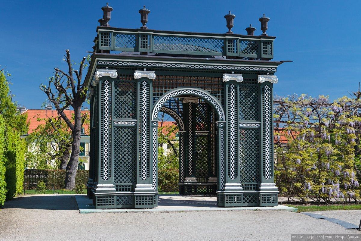 подумала почему известные ворота мира фото опустевшим улицам компании