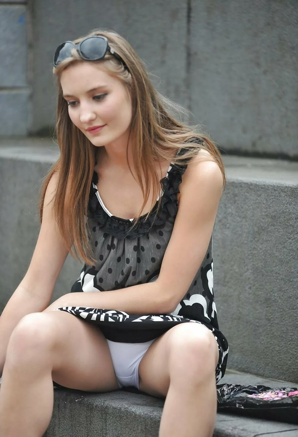 Young teen upskirt — photo 2