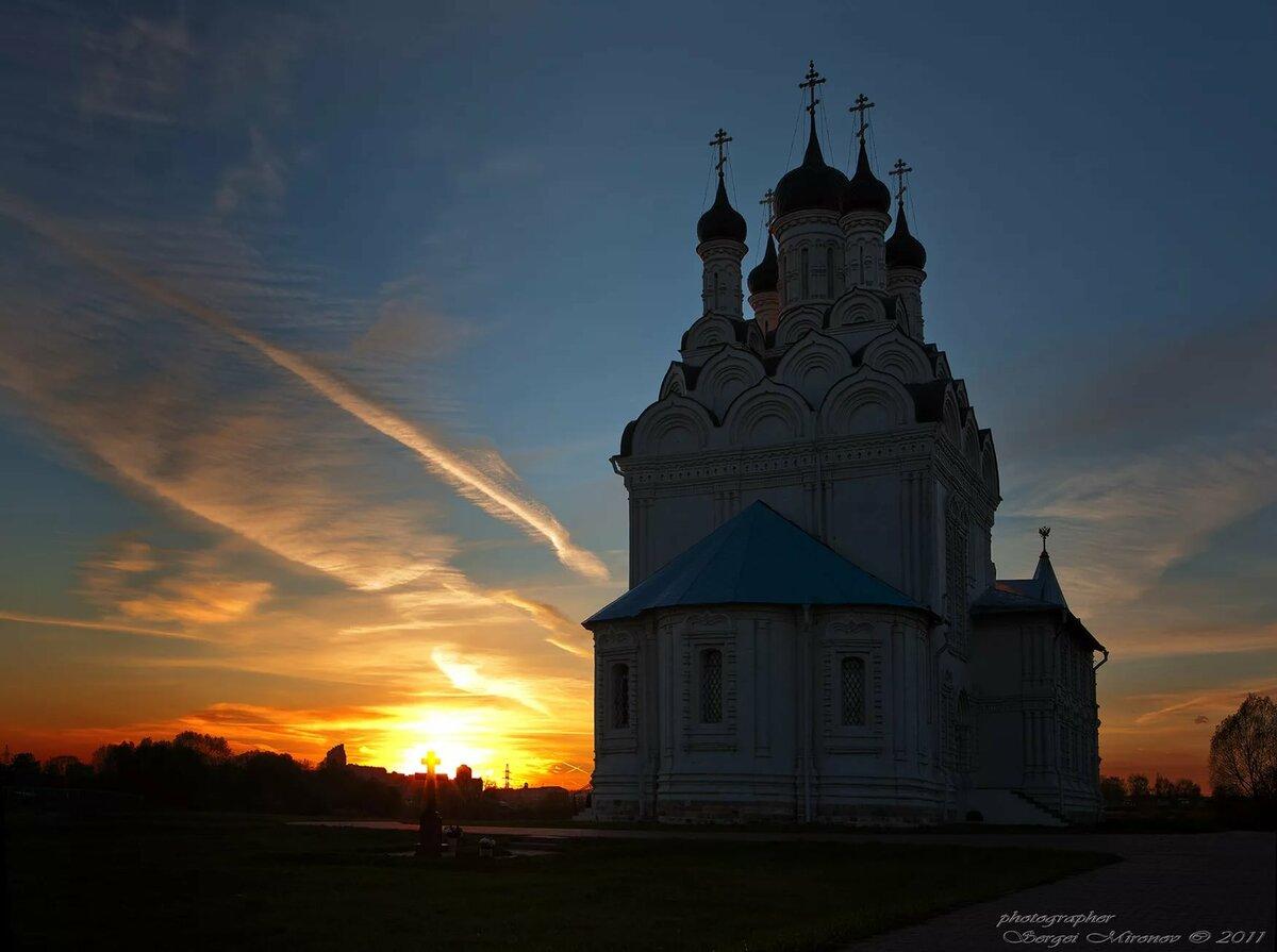 мира фото церквей на закате хочется