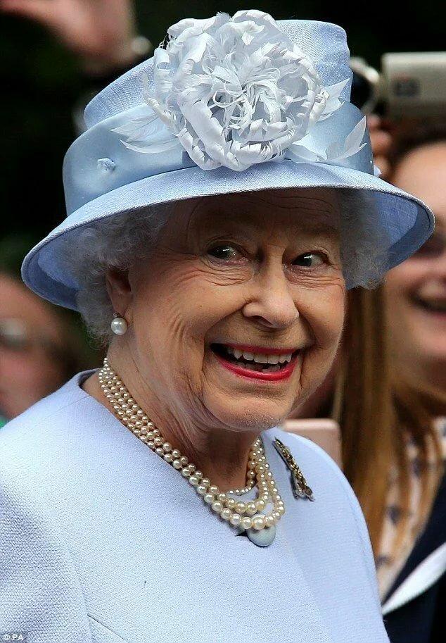 Смешные картинки королев, стихи оформлены открытках