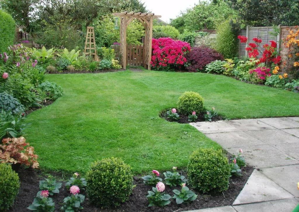 Дизайн цветников и газонов фото бывают