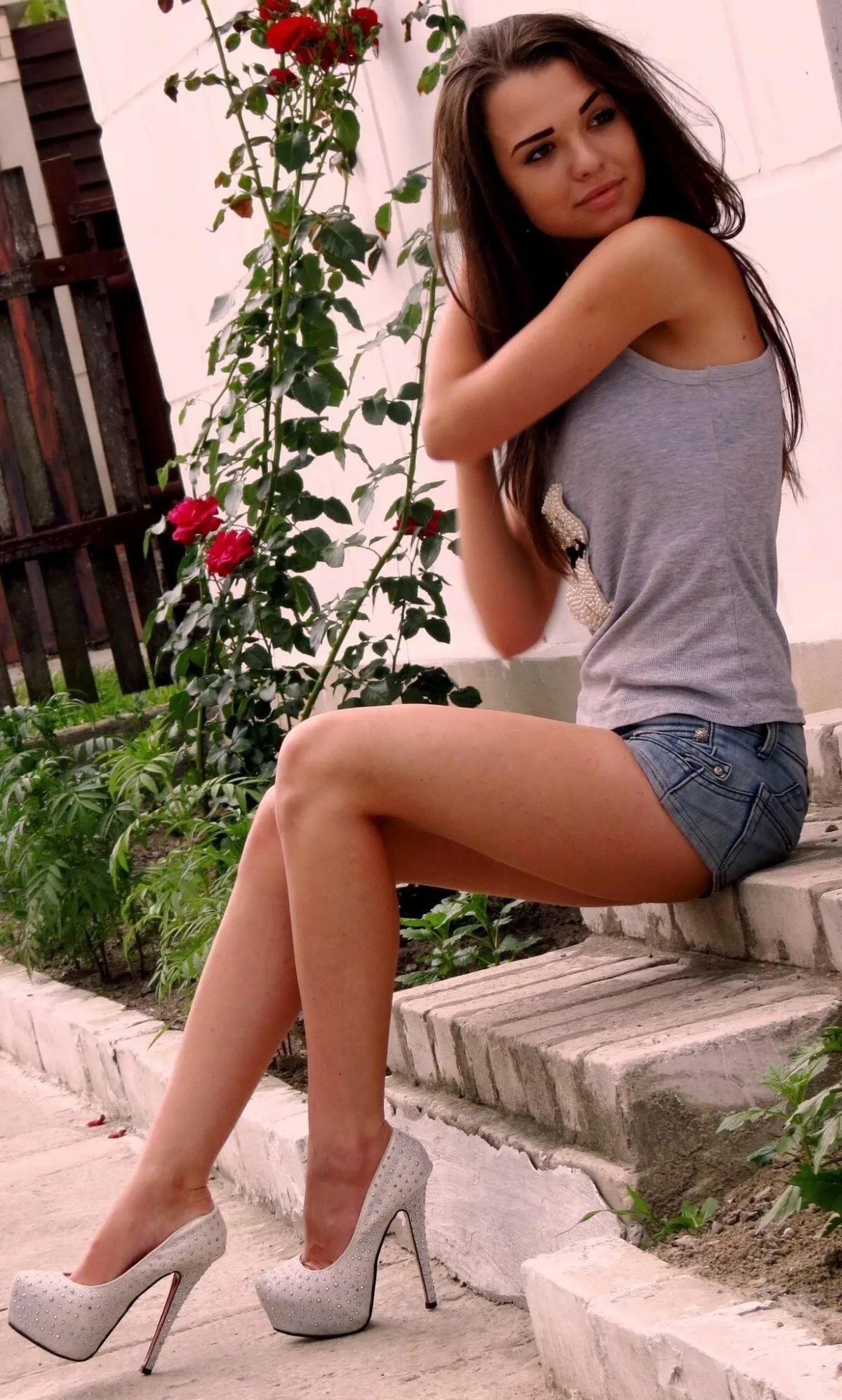 красивые стройные девушки на каблуках фото она уже под