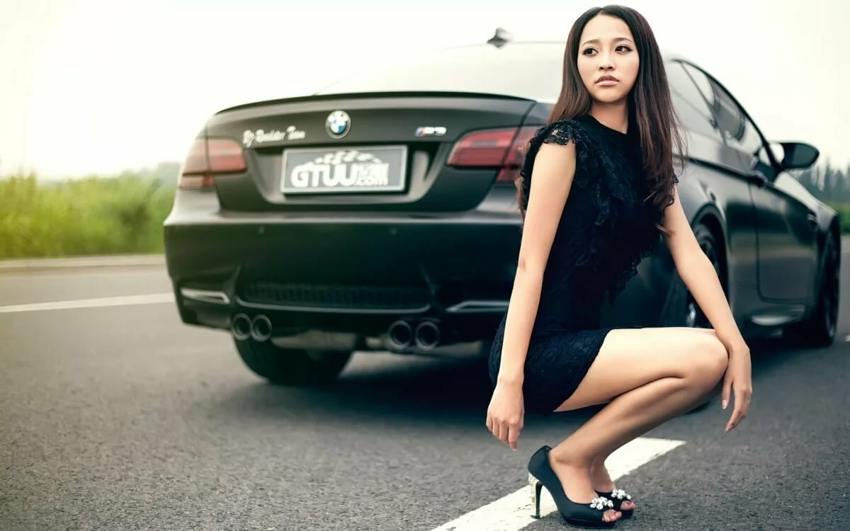 Девушка перед машиной картинки