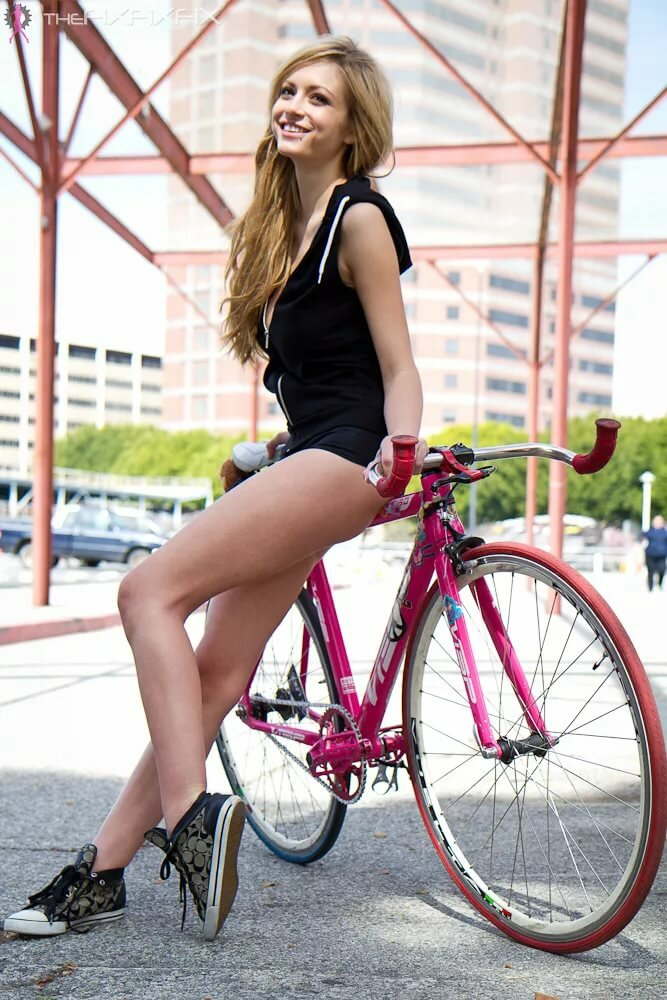 cabbage-girl-masterbates-on-bike-asian