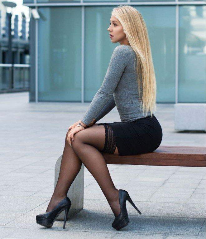 красивые девушки мира в мини юбках - 8