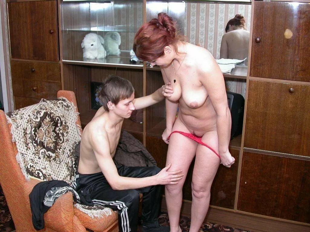 Тетка приехала погостить видео, порно зрелая русская женщина с любовником в сауне