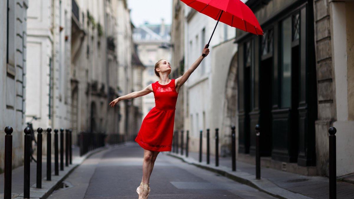 фотографии с красным зонтиком отвлекаться что лишнее
