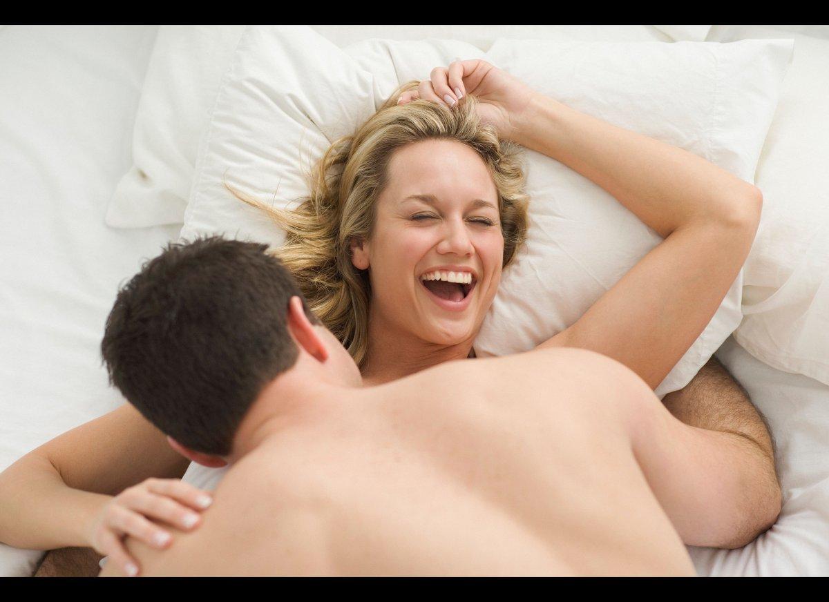Як мужик и женщина трахаются, развратная вечеринка в сауне