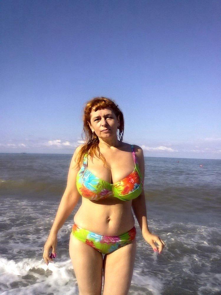 Люблю смотреть на зрелых женщин в купальниках изменяет своему мужу