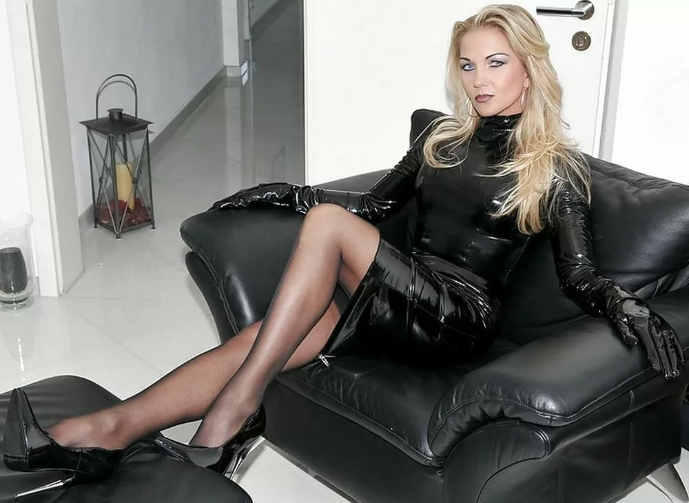 madras-femdom-high-heels-and-leather